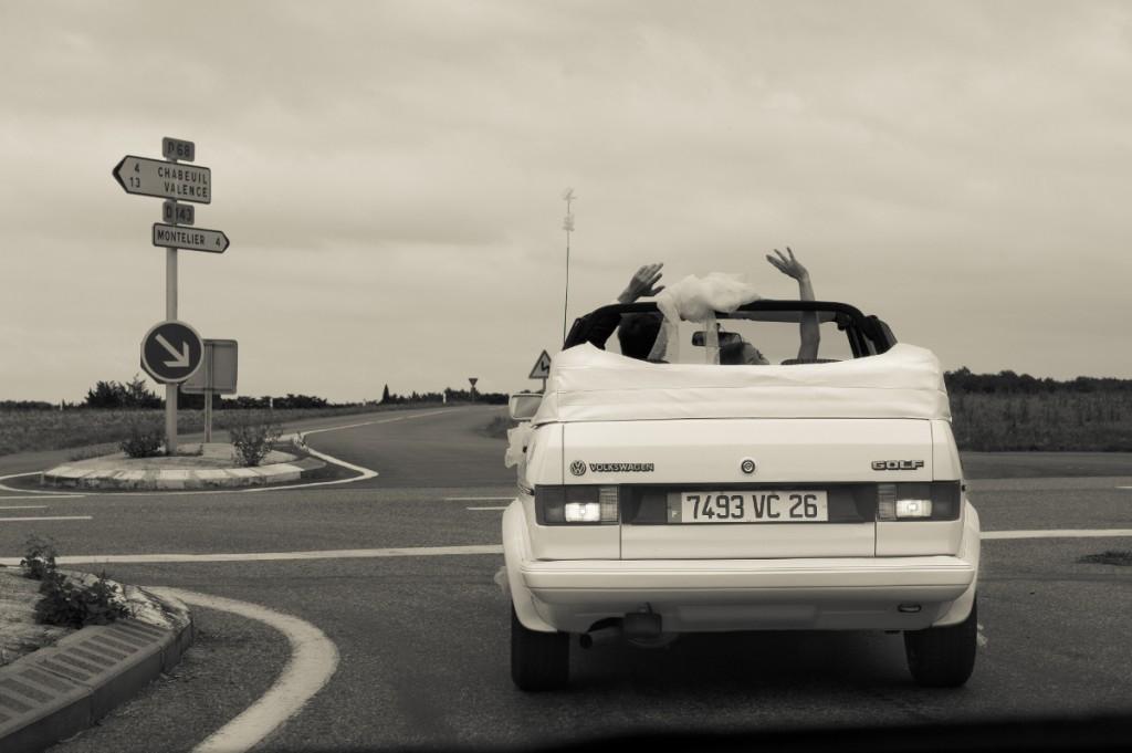 voiture vintage mariés
