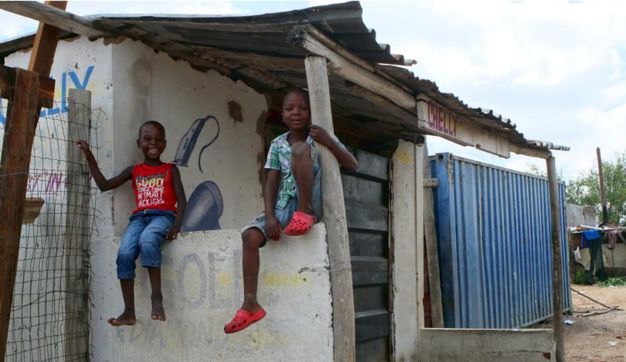 Des enfants dans le township de Diepsloot, en Afrique du Sud